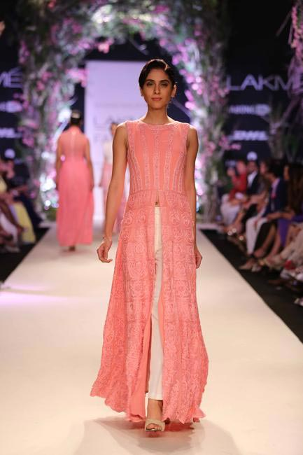 While staying true to his favourite navy blue and grey, Manish Malhotra also played with shades of pink – blush to pale pink.jpg