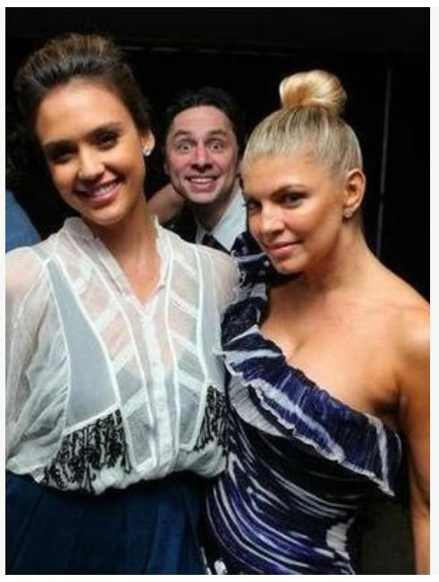 Zach Braff photobombs again