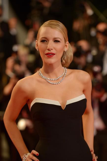 Blake Lively works the old hollywood glamour with a side bun, think liner and scarlett lips by L'Oreal Paris at Cannes 2014