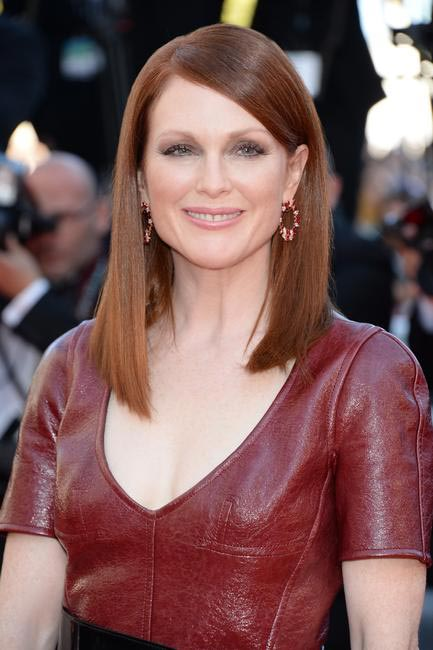 Julianne Moore is a synonym for classy. Flushed cheeks and lips and those polished straight mane. Brilliant! Make up - L'Oreal Paris at Cannes 2014