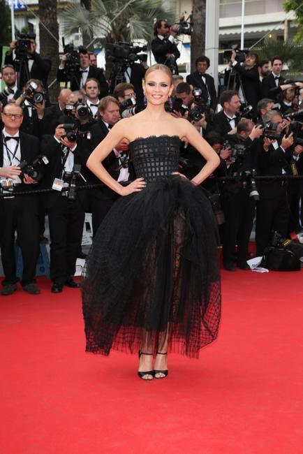 Natasha Poly in Oscar De la Renta. Photo - L'Oreal Paris