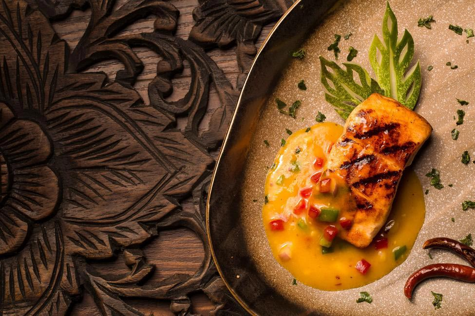 Shoo Shee salmon(Salmon Steak with Mango Sauce)