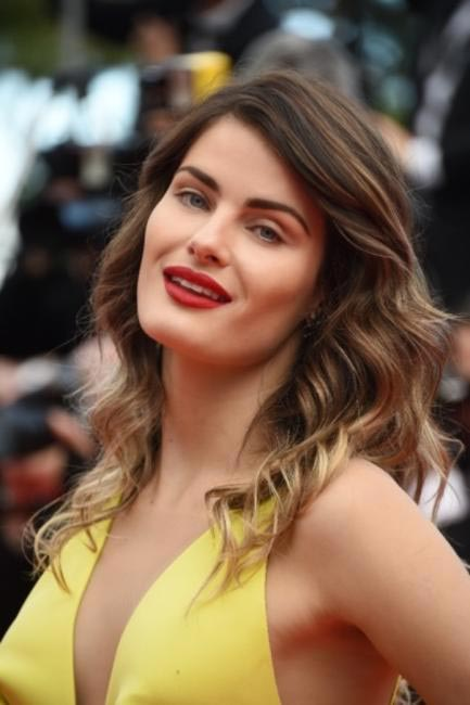 Soft features and flawless skin, only Isabeli Fontana could have worked this look.Make-up by L'oreal Paris at Cannes 2014