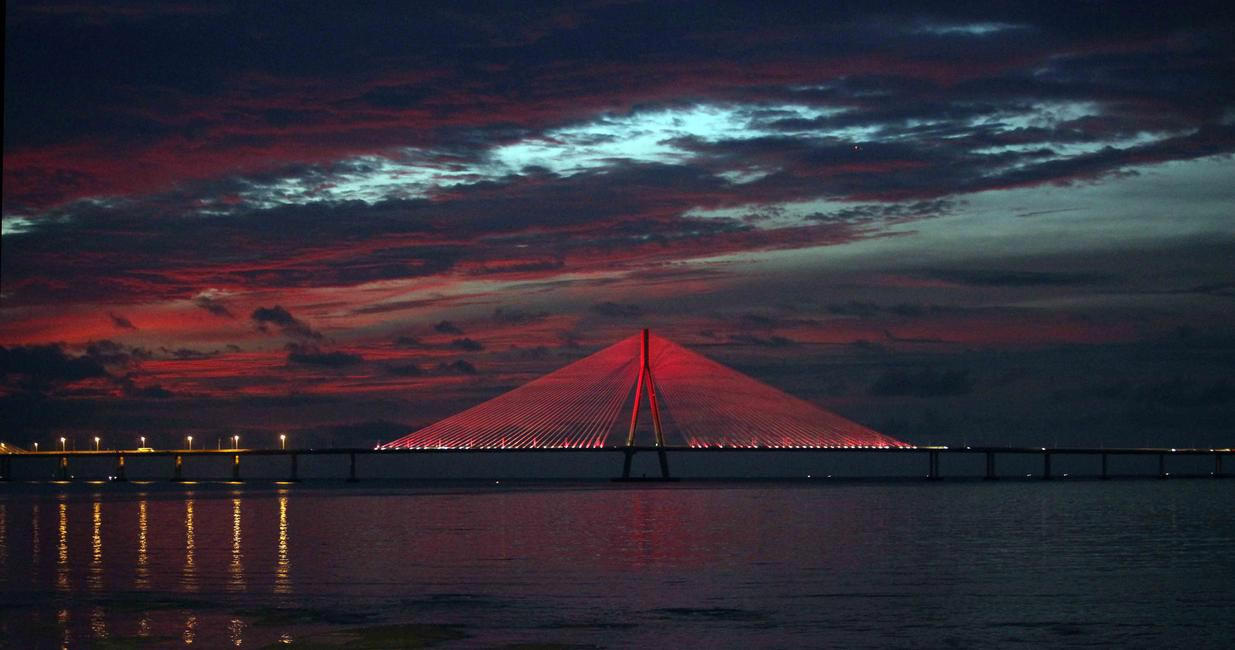 Bandra Worli Sea Link turns pink for Estée Lauder Companies
