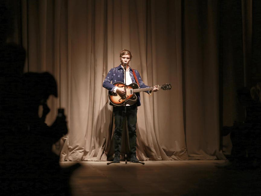 George Ezra performing live at the Burberry London in Los Angele