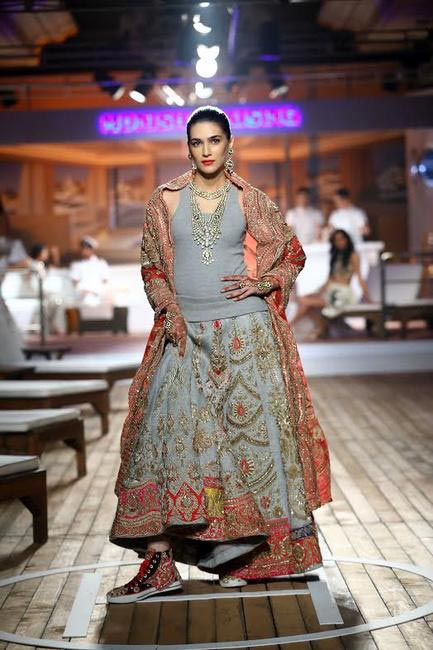 5 Wearing sneakers and a tank top - Kirti Sanon closes the show for Monisha Jaisingh