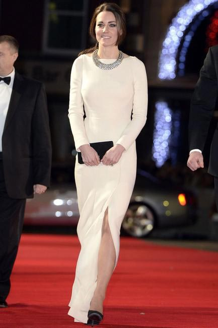 On her way to the London premiere of Mandela- Long walk to freedom in a stunning cream Roland Mouret dress and a Zara necklace