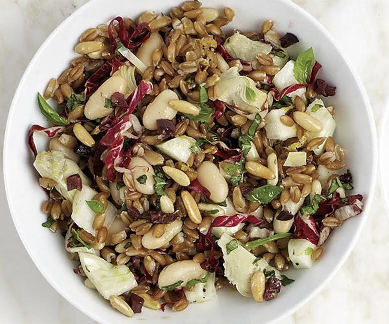 Spelt salad with white beans and artichokes