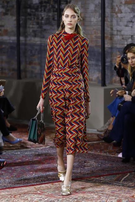 Feminine dresses with corsage details