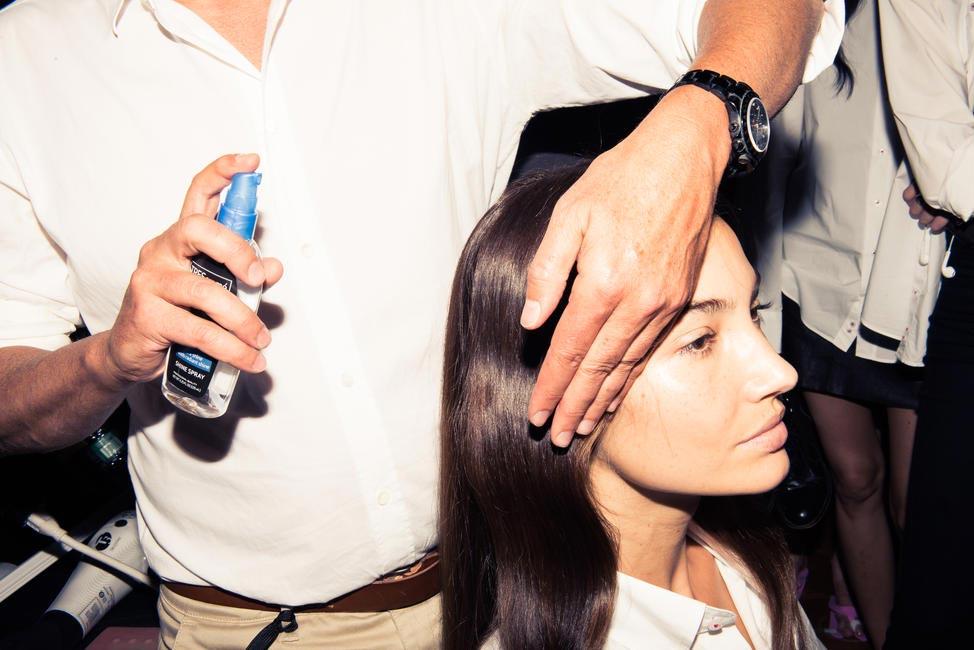 Orlando Pita styling the Flat Wave - Backstage for Carolina Herrera