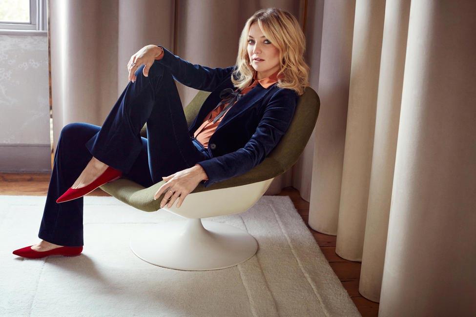 Kate Hudson wears the Alina Flat