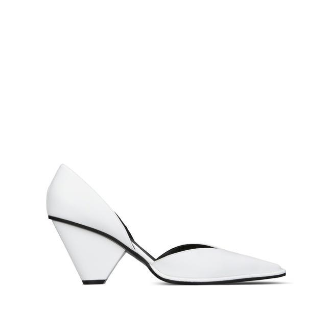 Pointed pumps, Stella McCartney, Rs. 49,000 approx