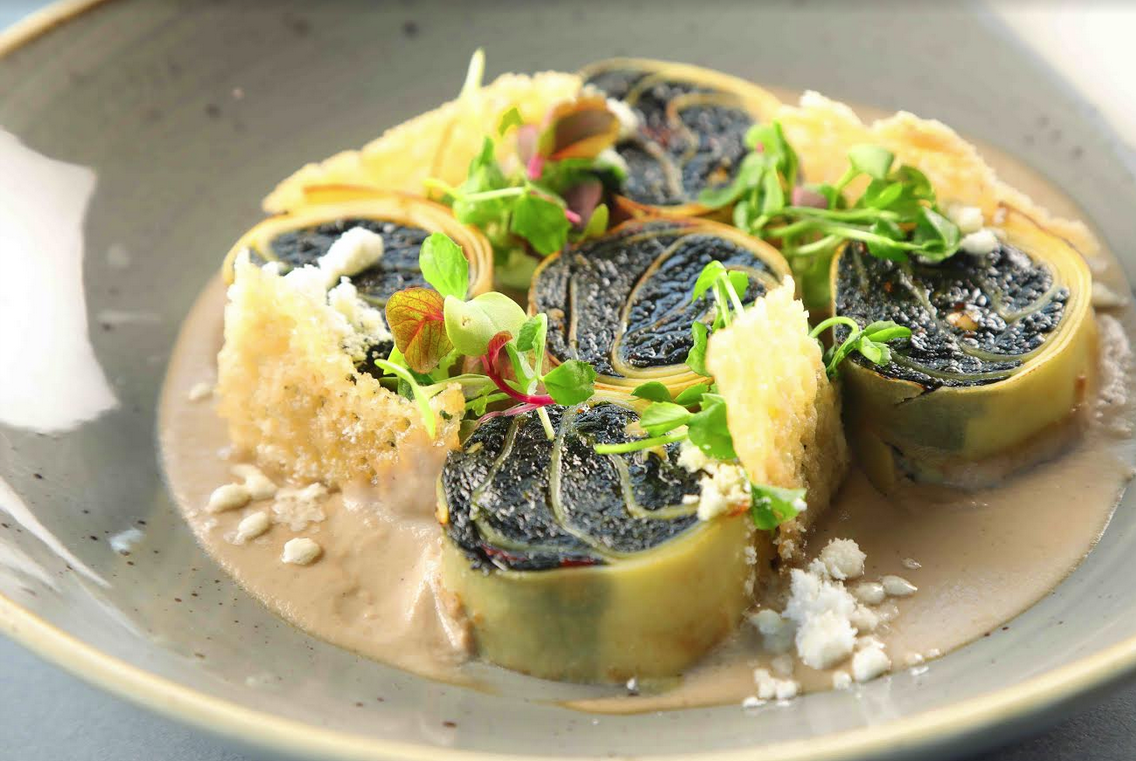 Spinach sundried tomato mascarpone rotollo with mushroom