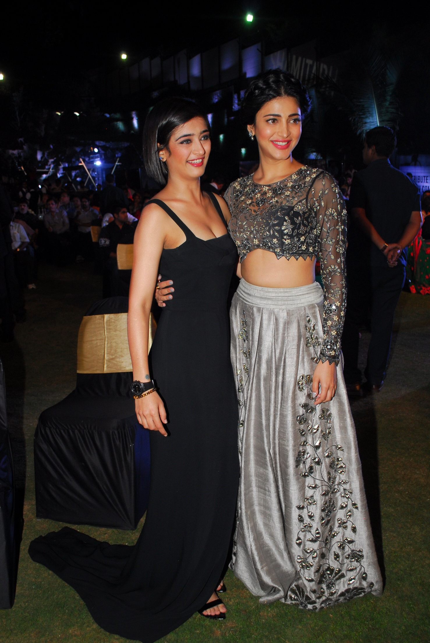 11. Shruti and Akshara Hassan