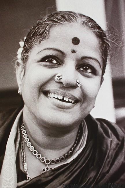 sari-stories-cult